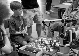1-robot-child_chess